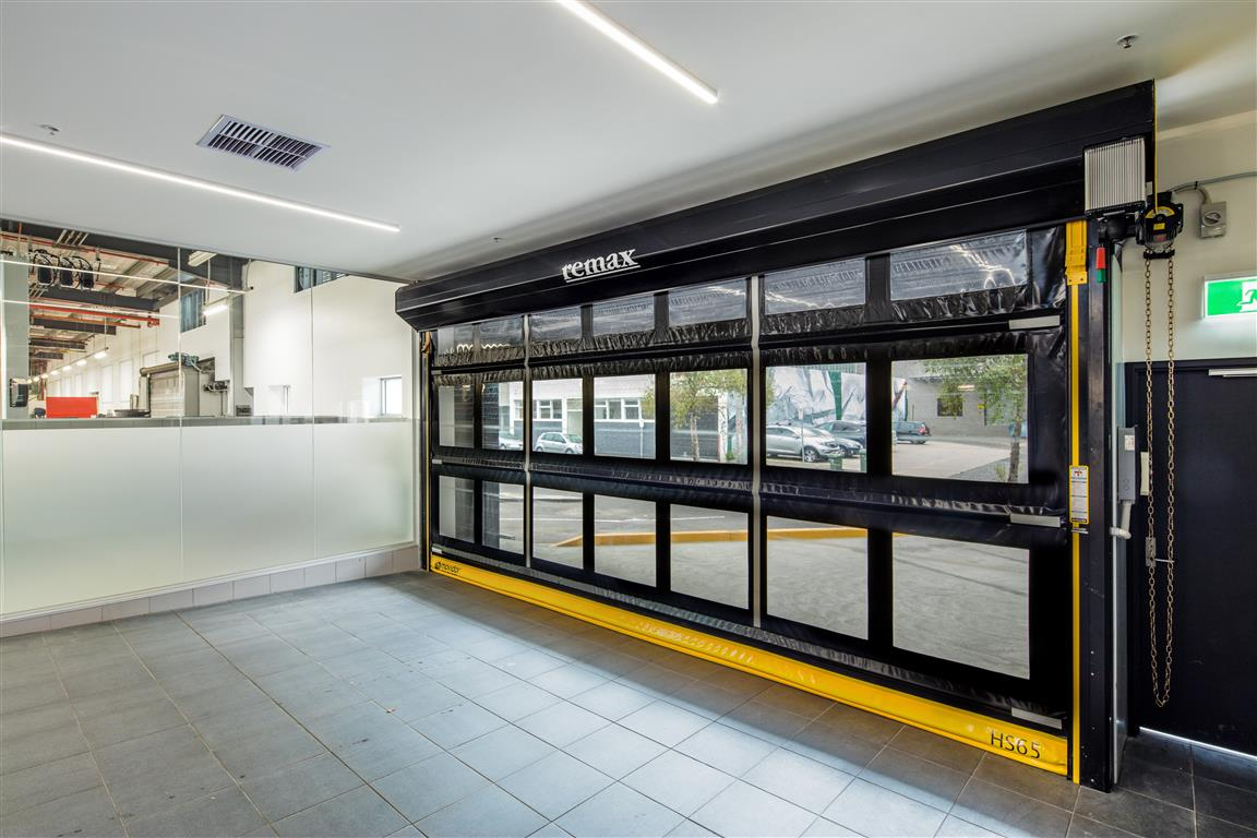 Movidor High Speed Rapid Door in car dealership